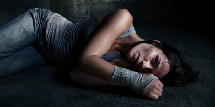 Zoe Felix in Caged (Captifs)