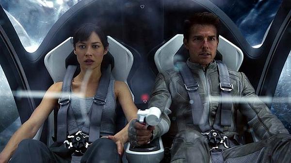 Oblivion - Tom Cruise, Olga Kurylenko